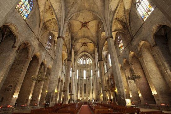 Interior de Santa María del Mar. La catedral del mar y de los pobres