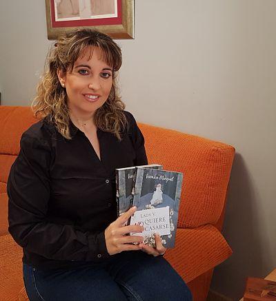 Verónica Mengual, autora de la novela romántica feminista «Lady V no quiere casarse»